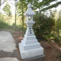 植月家様:6尺角神前灯籠(滝神社境内据付工事)